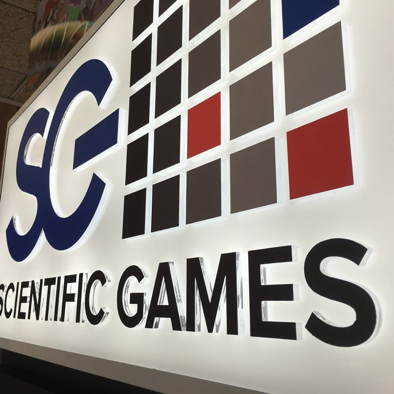 rótulo empresa scientific games letras corporeas retroiluminadas con luz ambiental