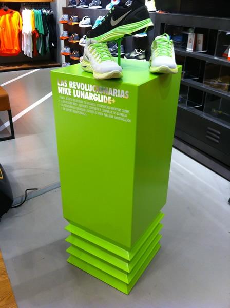 rotulo soporte rígido zapatillas verde con diferentes texturas